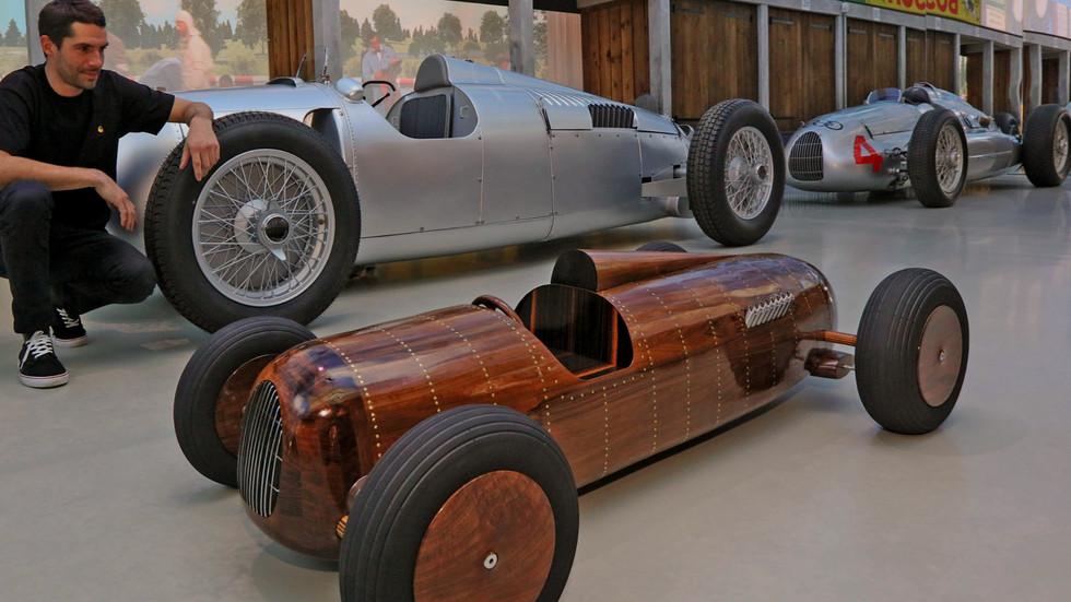 Automotive artist Etienne Franzak