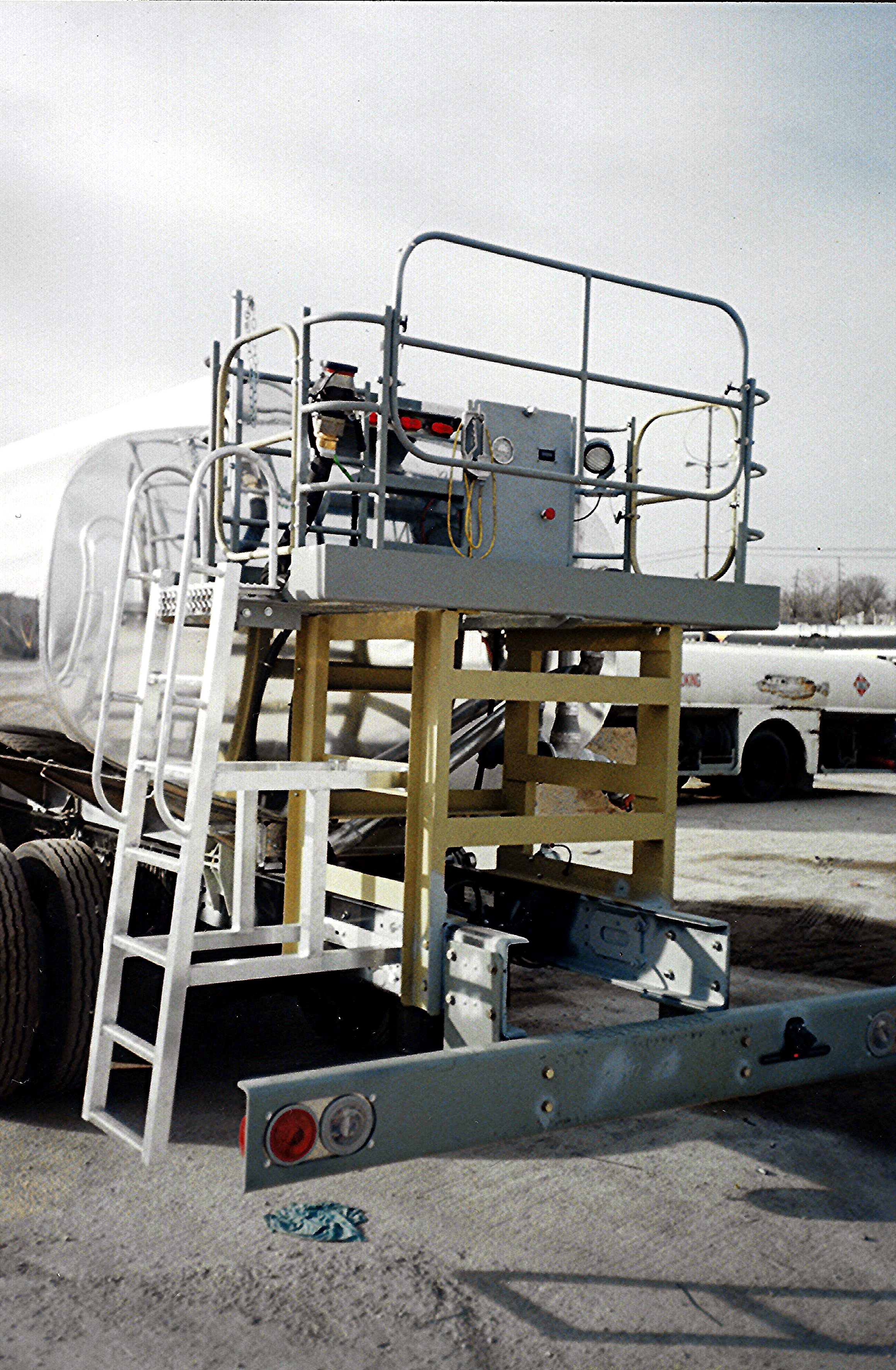 5,000 gal refueler with custom rear fueling deck