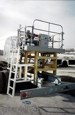 5,000 gal refueler with custom rear fueling deck