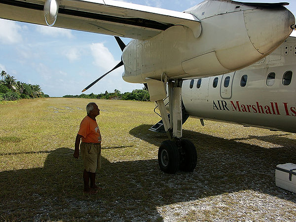 Dash_8-100_of_Air_Marshall_Islands.jpg