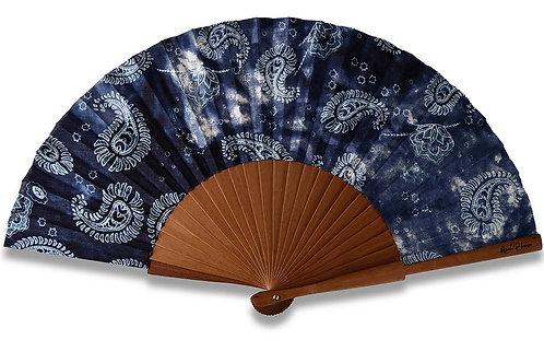 Paisleyo - éventail bleu nuit en bois de poirier - motif Paisley blanc