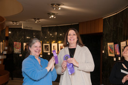 "Nancy Knapp gets ""Juror's Choice"" award"