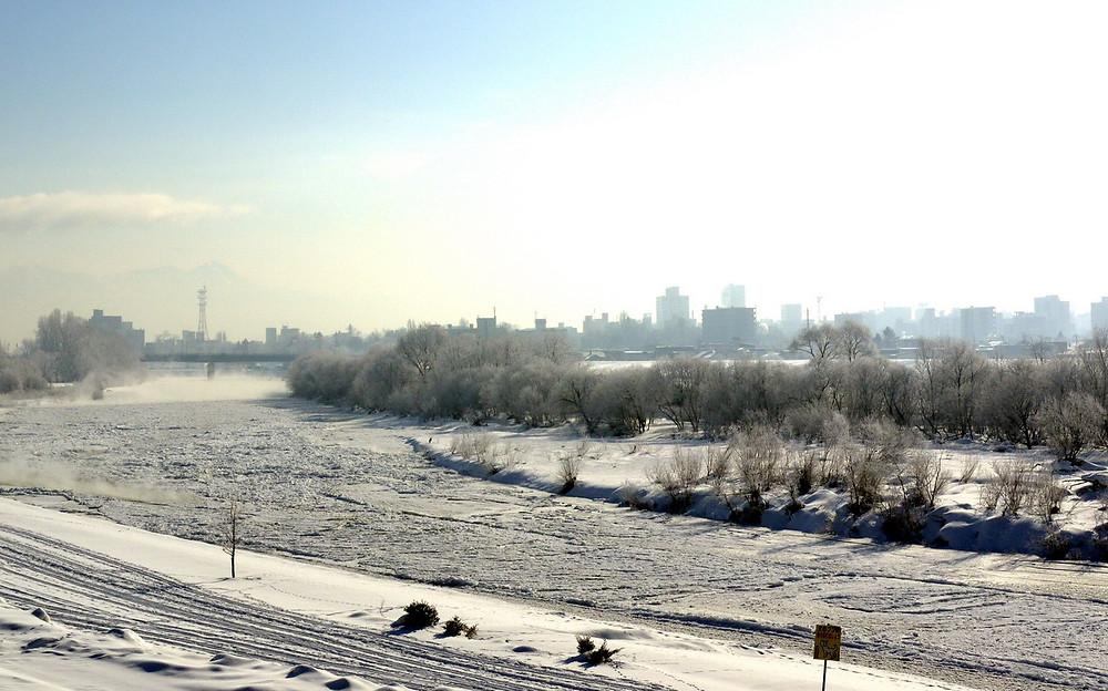 冬の旭川市石狩川