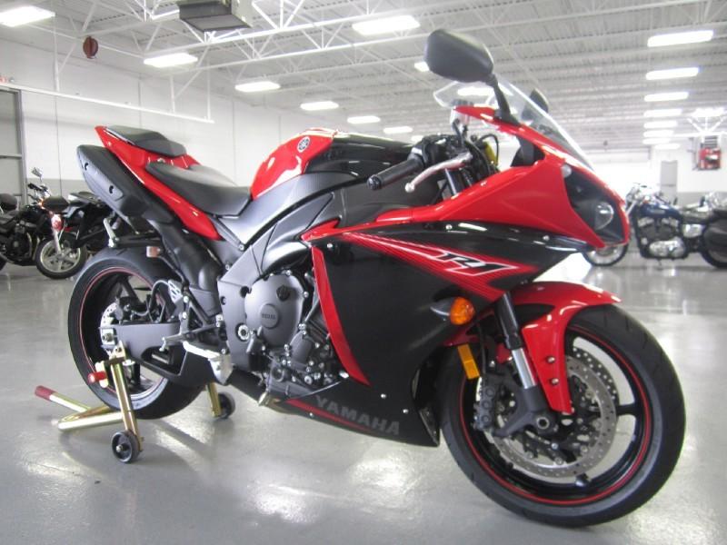 Moto R1 NP FINAN