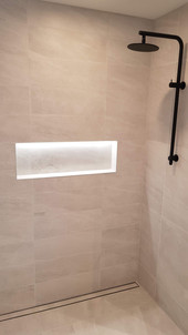 LED feature, shower nook