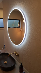 Round light up mirror