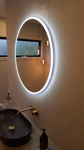Round light up mirror