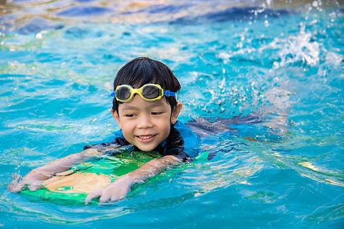 boy learn to swim in the swimming pool.j