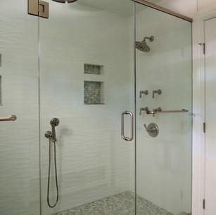 Bathroom posen shower.JPG