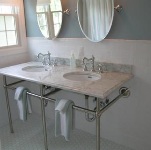 pedestal sink bathroom.jpg