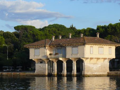 Država posjeduje osam vila na moru, važno je da političari imaju gdje ljetovati