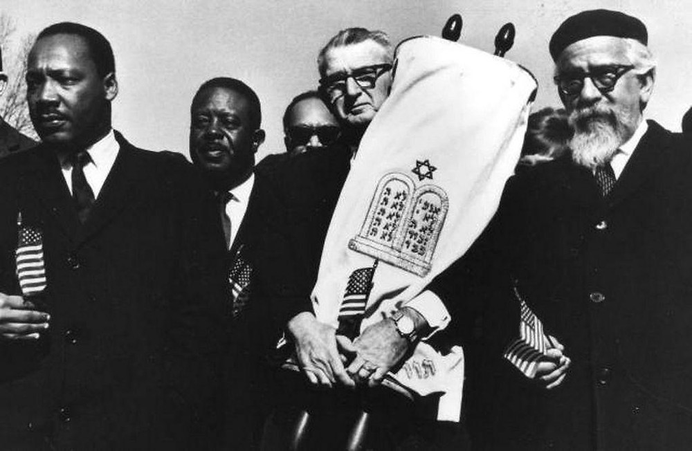 Dr. Martin Luther King, Jr. marching with Rabbi Abraham Joshua Heschel