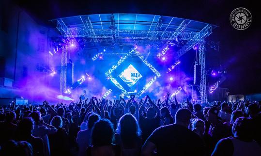 Promotion web du festival Kolorz, Carpentras. Valorisation de la programmation musicale, des extras du festival et de l'attractivité globale de l'offre.  Client : Kolorz Festival