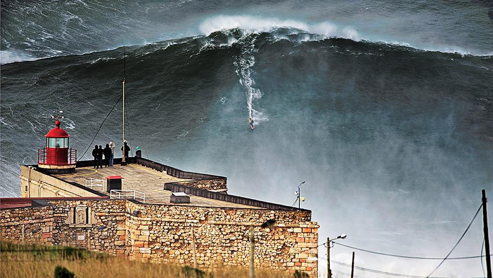 Onda-surfada-por-McNamara-em-2011_-Crédi