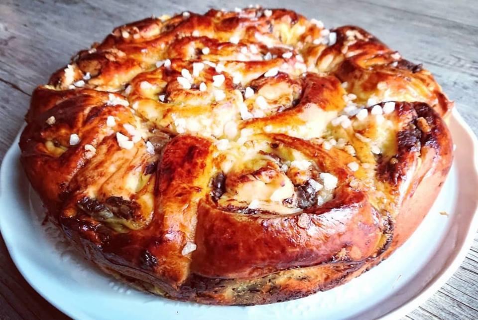 Gateau chinois ou  schneckenkuchen signifiant gâteau en escargots. Originaire d'alsace sa pâte briochée, sa creme patisseière et les pépites de chocolat
