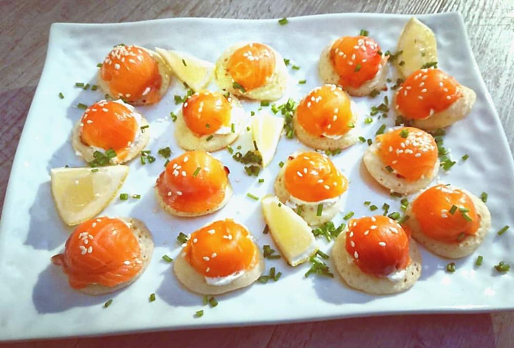 Dômes saumon, blinis et fromage frais