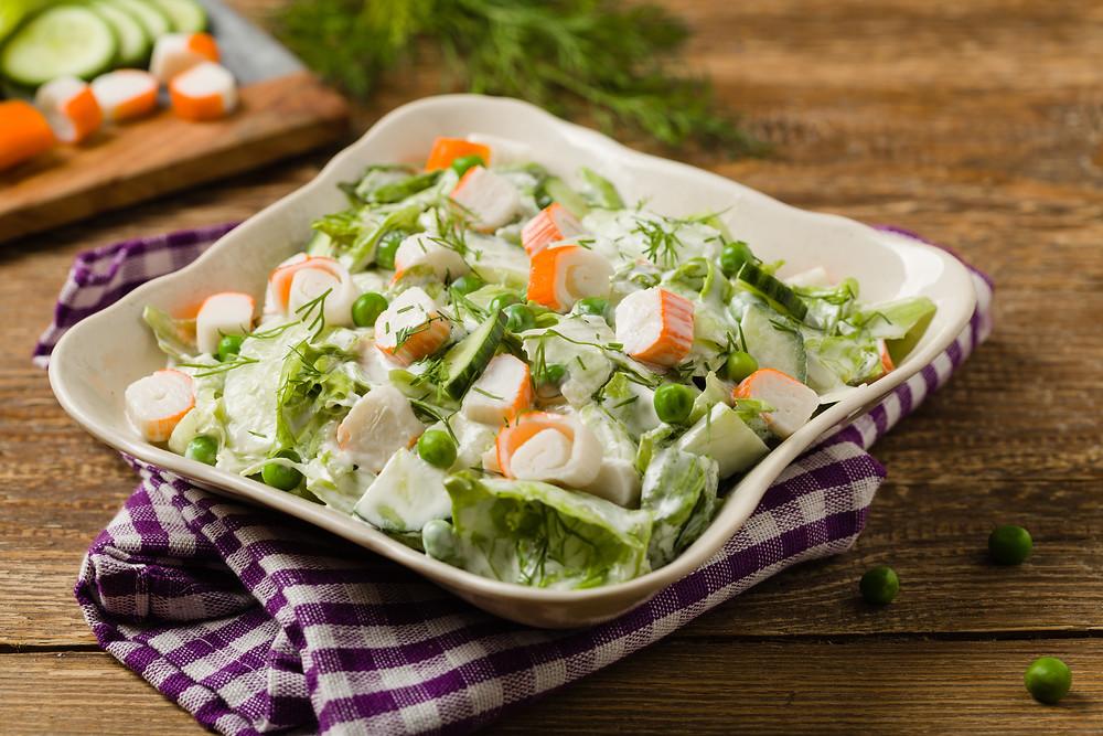 Salade légère concombre et surimi