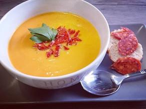Soupe aux légumes d'automne, courge butternut, patate douce et chorizo