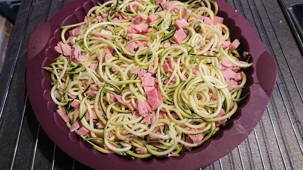 Quiche sans pate aux spaghettis de courgettes avant cuisson