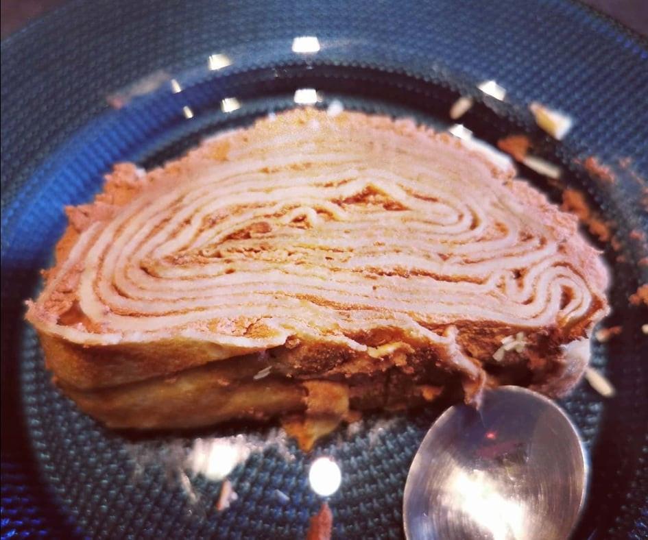 Gâteau roulé de crêpes à la chantilly chocolat