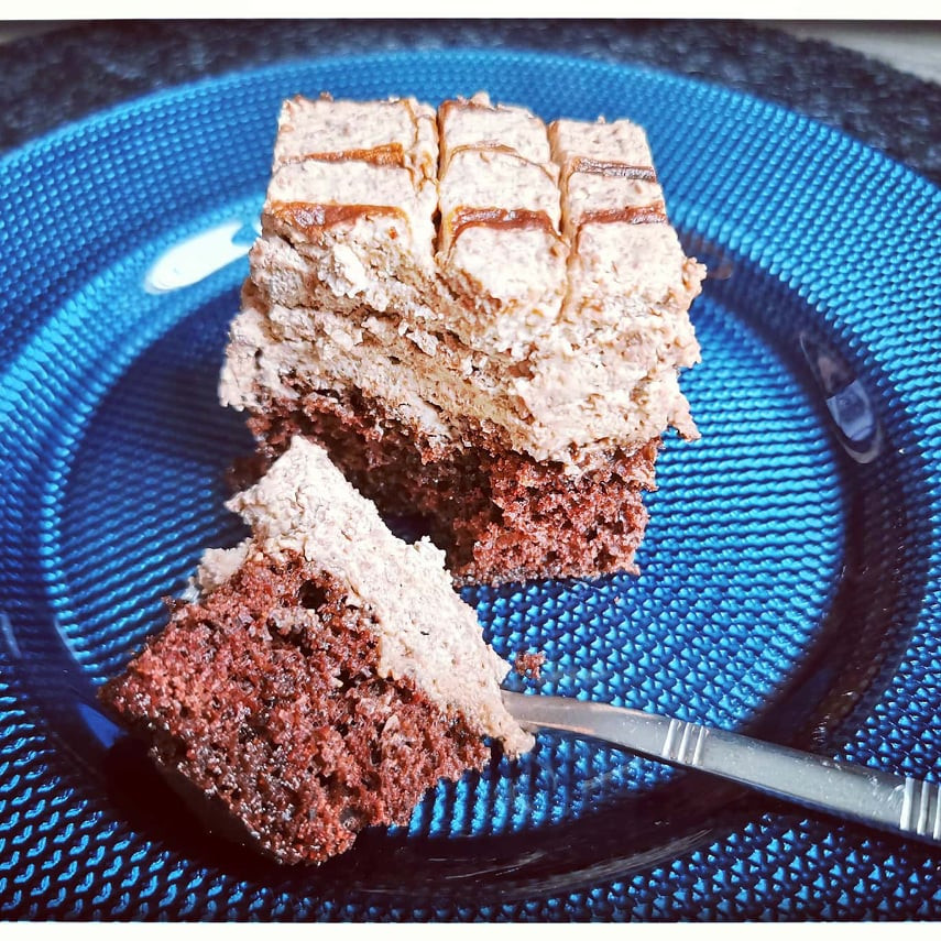 Part du gâteau Despacito Brésilien, génoise chocolat au café et mousse aux 2 chocolats