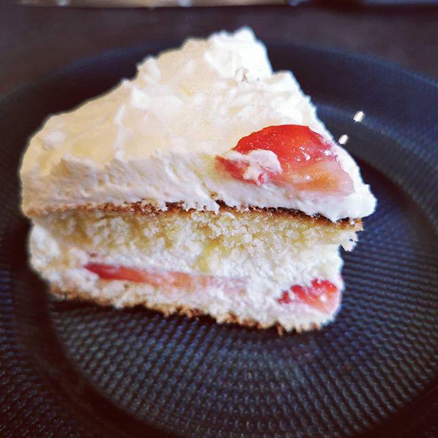 Gâteau génoise, fraises et chantilly - Cercle des délices Tupperware