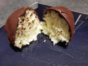 Bouchées maison façon Bounty chocolat noix de coco avec les cuillères portions Tupperware