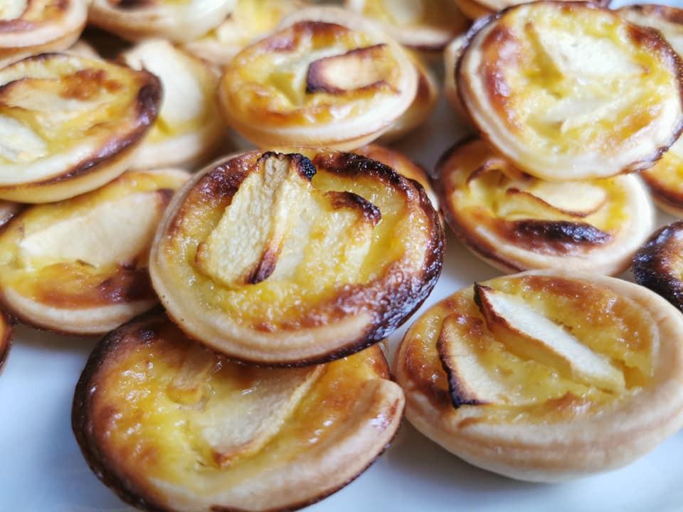 Mini tartelettes alsaciennes aux pommes, dorées, caramélisées, bouchées, mignardises
