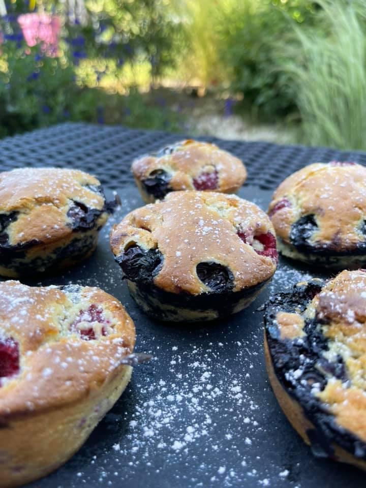 Muffins myrtilles framboises dans le moule à moelleux Tupperware