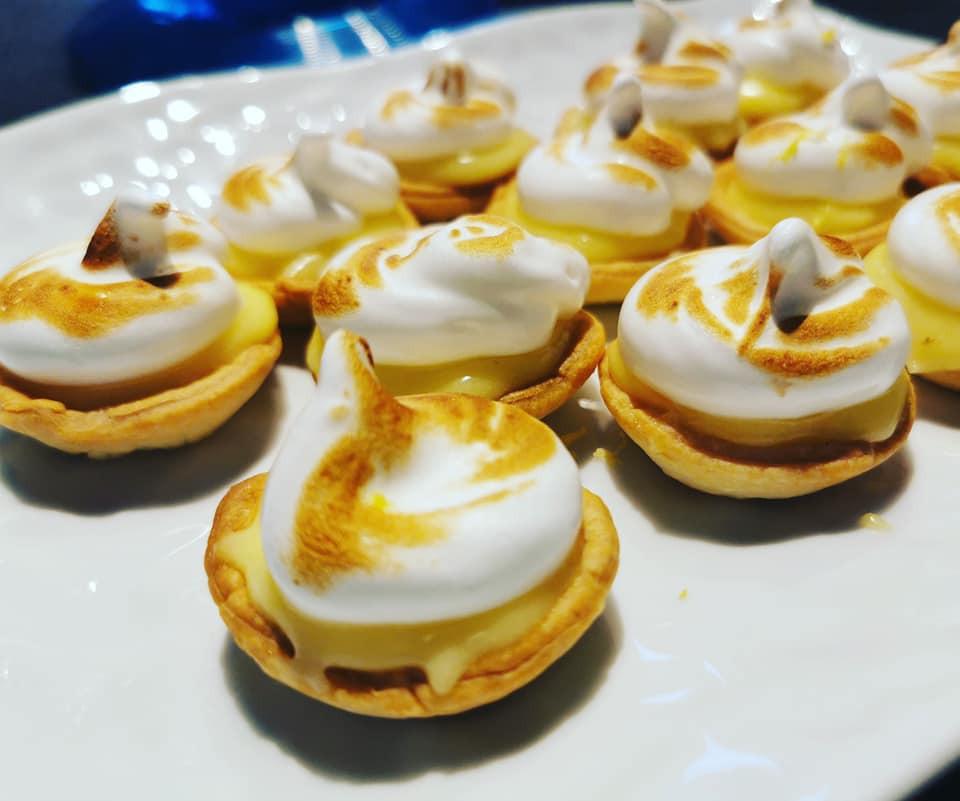 Tartelettes citron, meringue italienne et pâte feuilletée