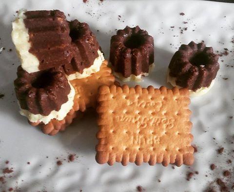 Découvrez la recette des cannelés aux 2 chocolats sans cuisson idéale pour le goûter ou pour un café gourmand