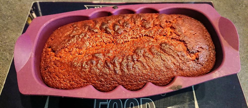 Pain d'épices dans le moule à cake