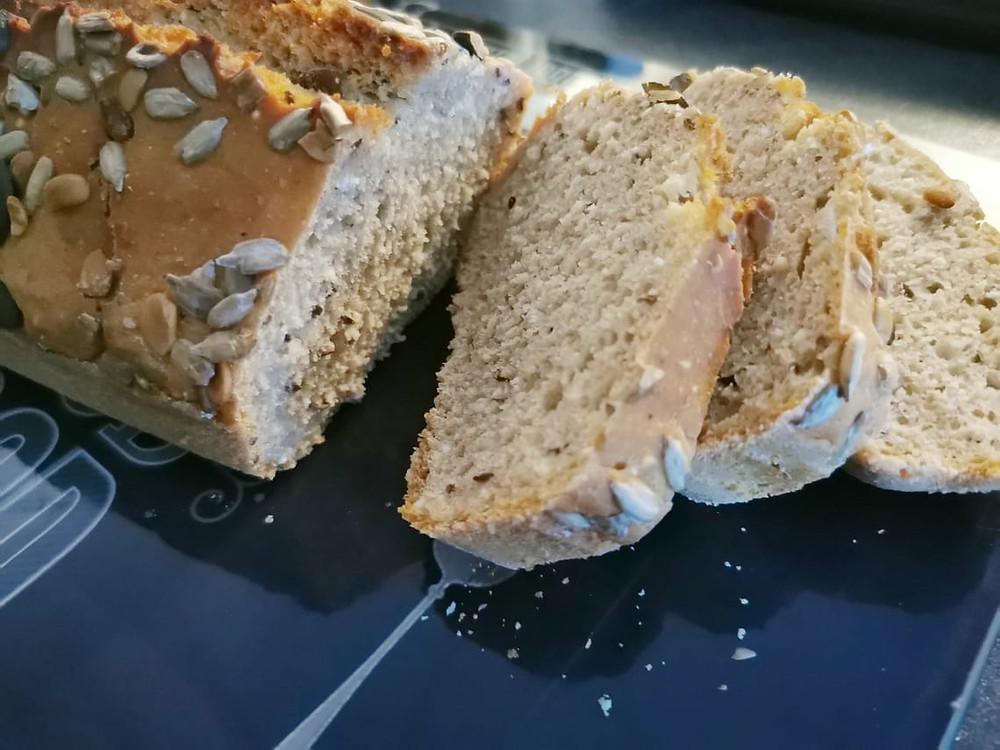 Pain tranché farine complète et graines