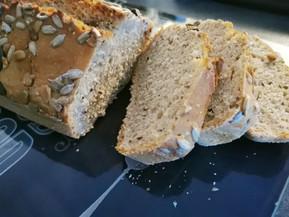 Pain express à la farine complète céréales et graines dans la terrine ultra pro 1.8 l Tupperware