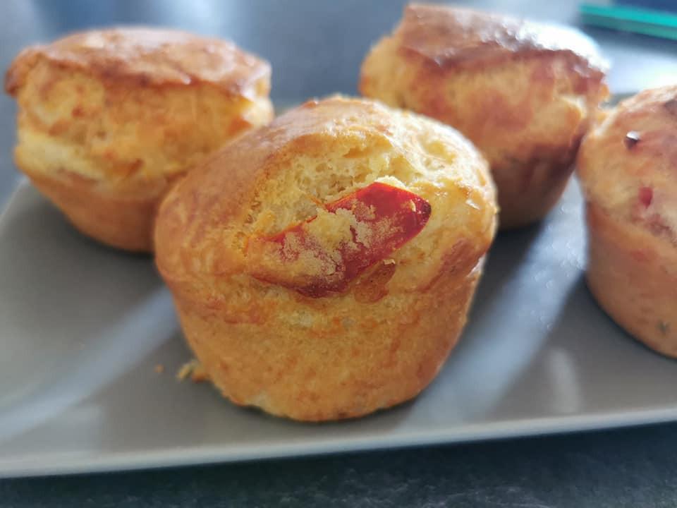 Muffins moelleux, cake aux poivrons et pignons dans les ramequins ultra pro Tupperware