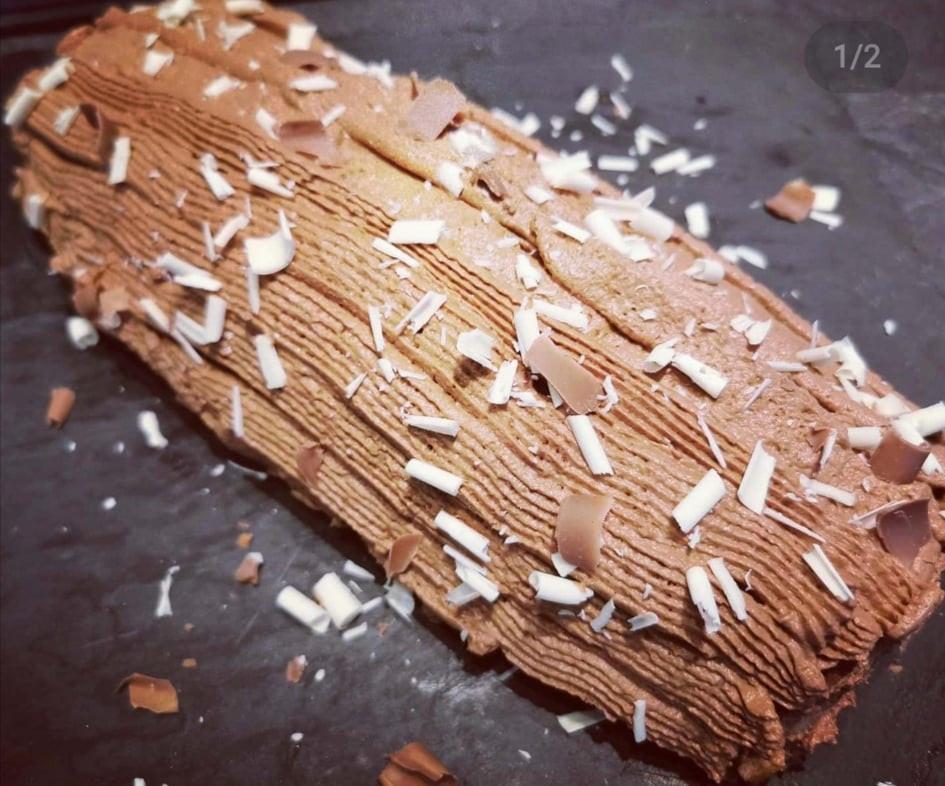 Gâteau roulé de crêpes à la chantilly chocolat façon buche de noel