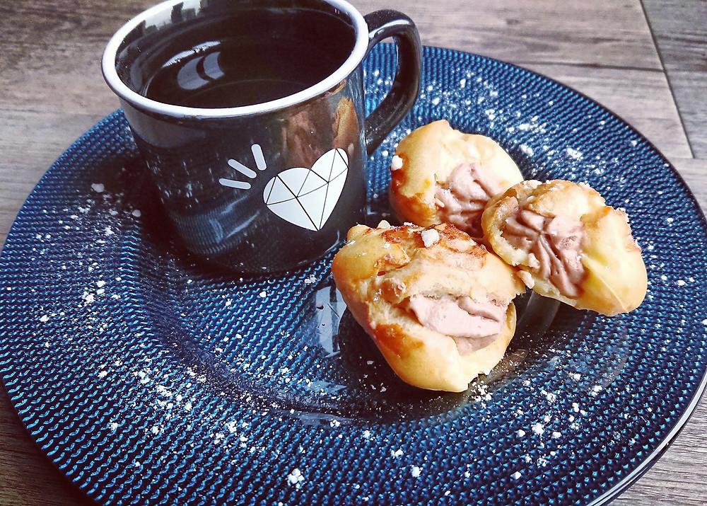 Choux garnis façon Paris Brest mousse pralinée pour un café gourmand