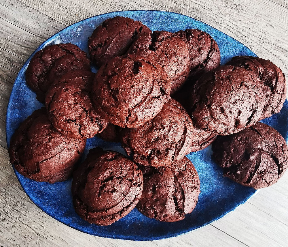 Cookies tout chocolat avec les cuillers portions Tupperware