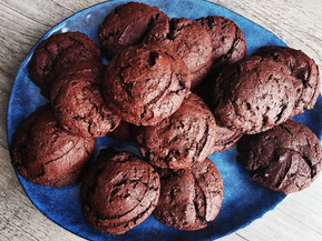 Cookies tout chocolat avec les cuillers portions Tupperware