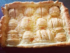 Tarte aux pommes fossiles rapide dans le moule rectangle Tupperware