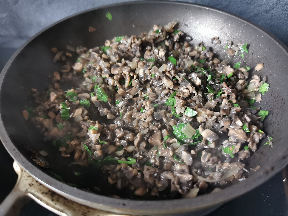 Duxelles sèches, champignons hachés, échalote, persil
