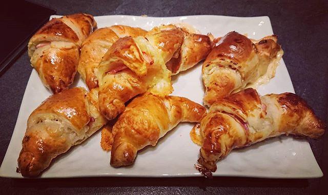 Croissants salés au Saint-Môret, jambon et fromage à raclette