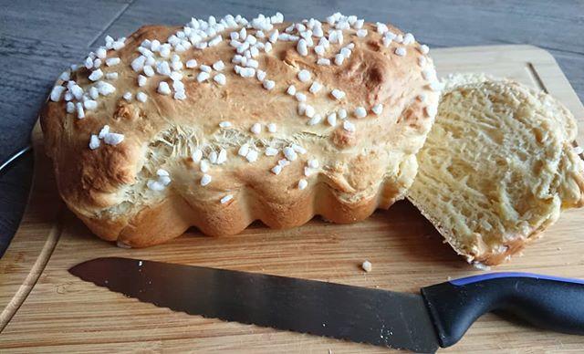 brioche maison dans le moule à cake Tupperware