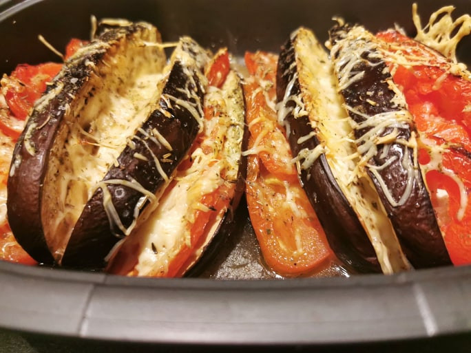 Aubergines et tomates au comté dans l'ultra pro Tupperware