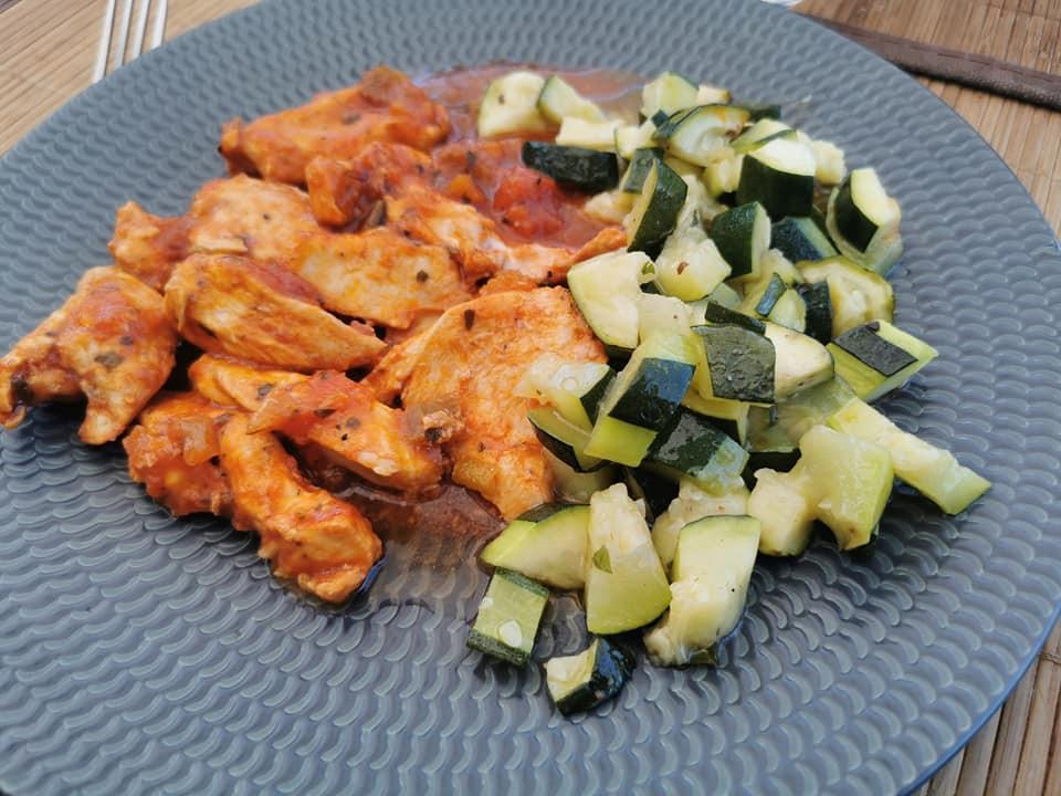 Poulet aux légumes, courgettes basilic au micro 3 Tupperware