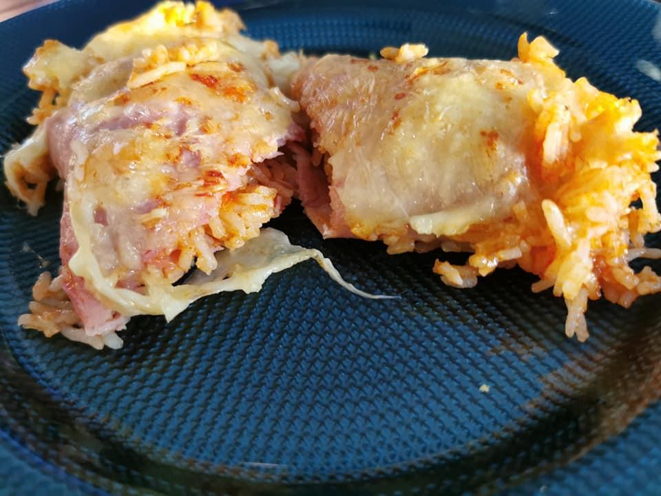 Cannellonis sans pate au jambon et au riz dans l'ultra pro Tupperware