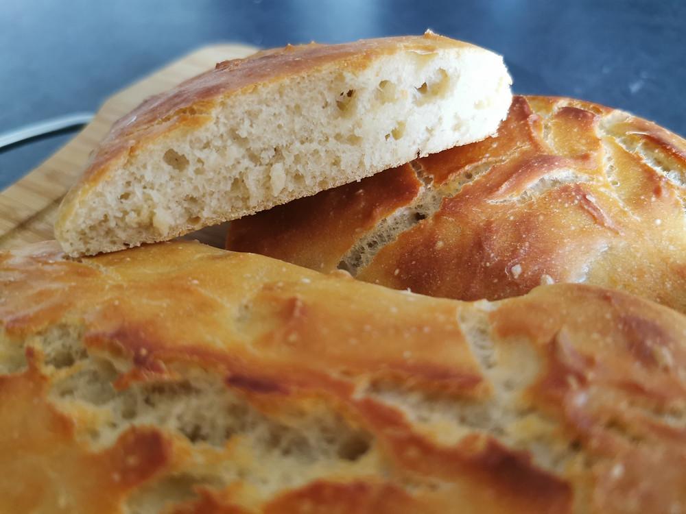 Baguette de pain, mie, cuisson en cocotte dans l'ultra pro Tupperware