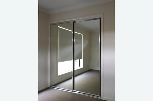 photos.wardrobe-doors.mirror-sliding-doo