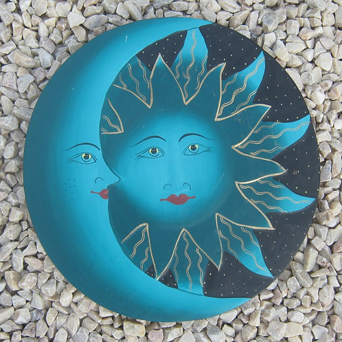 inwp-42533g - green painted sun-moon plaque