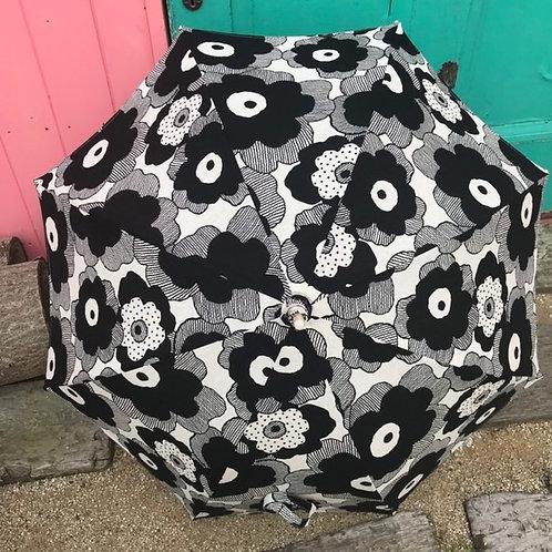 大きな黒いお花の日傘(ポンポンなし)